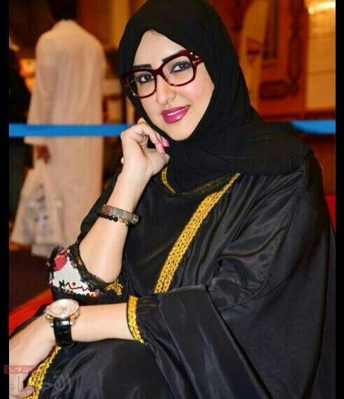 2f3d1ee8169e4 مصممه الأزياء السعودية والفنانة التشكيلية حنان الفيصل في حوار خاص ...